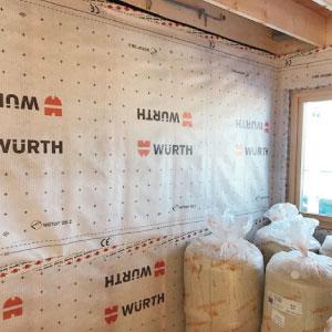 壁は表面も内部も自然素材にこだわり