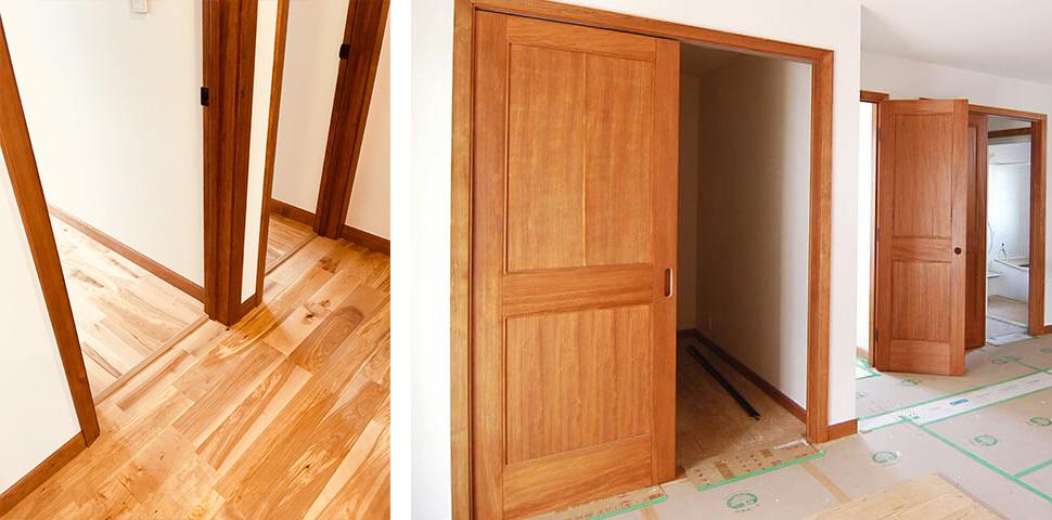内観 無垢のドア、モールはオイルステイン仕上げ