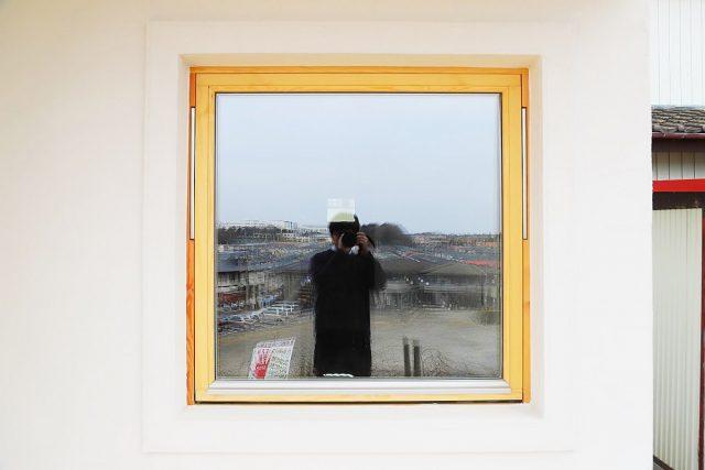 断熱に優れた木製のサッシ、トリプルガラスの画像